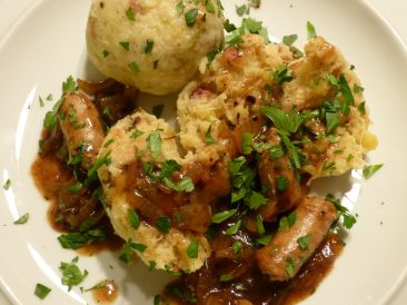 sauerkrautknödel in bratwurstsoße