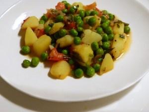 kartoffelcurry mit erbsen