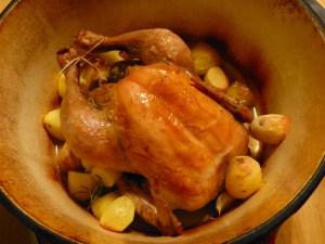 huhn, kräuter, knoblauch, kartoffeln