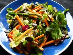 karottensalat mit kürbiskernen