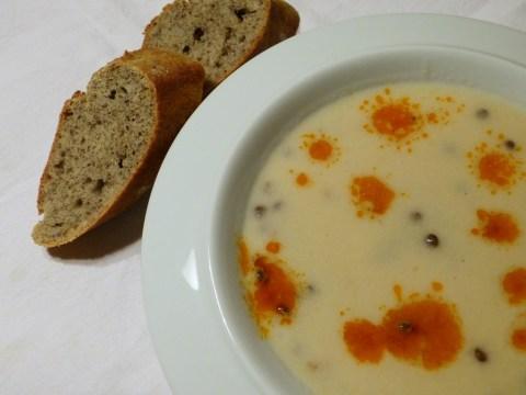 blumenkohlsuppe mit linsen und ihr baguette