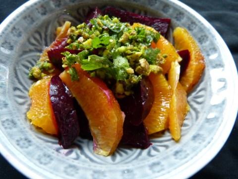 orangen-rote-bete-salat mit pistazien-pesto