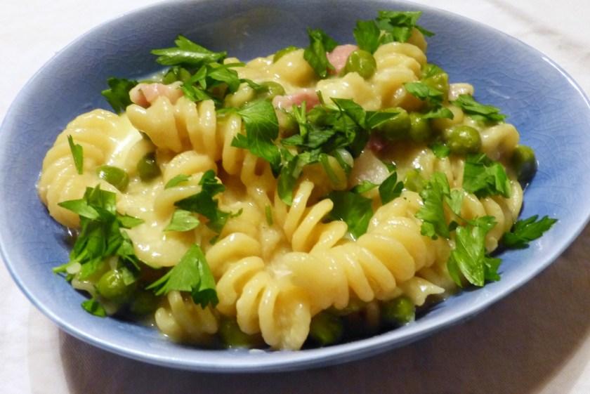pasta mit speck und erbsen