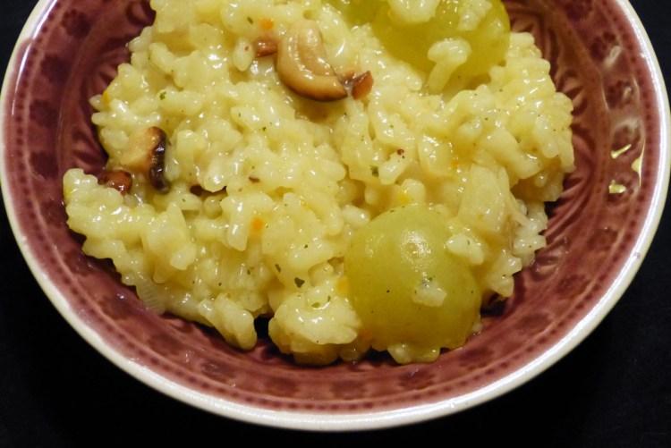 risotto mit topinambut, trauben und nüssen