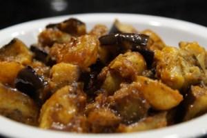 aubergineneintopf mit kartoffeln und ofentomaten