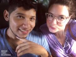 Noel und ich auf dem Weg zum Strand