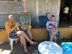 Willem, Gert und Edwin mit 3 Fruchtsäften