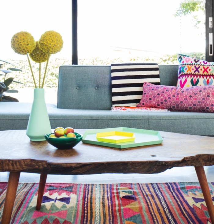 Grey_Couch_Pink_Kilim_Rug