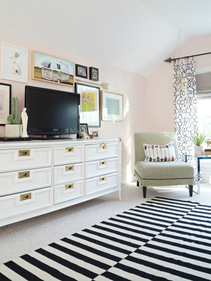 Teen Girls Room In Pink And Gray