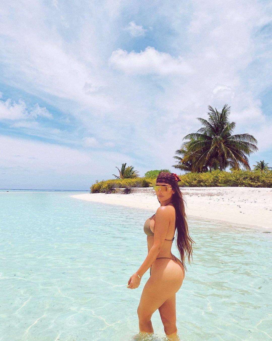 Kim Kardashian Displays Her 40-year-old Body in Sexy Bikini Photos