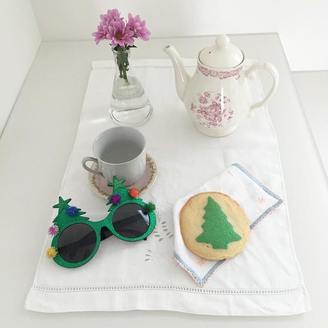 Alberi nei biscotti e teiere nuove