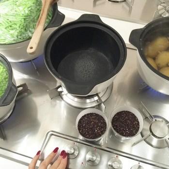 Quinoa nera pronta per essere tuffata