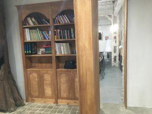 la puerta secreta es una librería