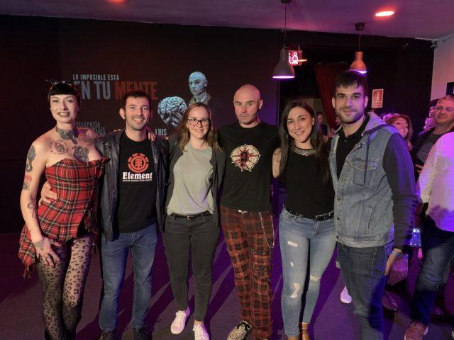 Con los artistas al final del show