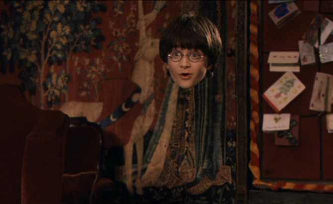 """Muggle usa """"capa de invisibilidad"""" para ver a su novia. ¡El padre los pilla!"""