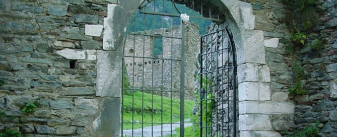 Eingang zum Castello Mesocco