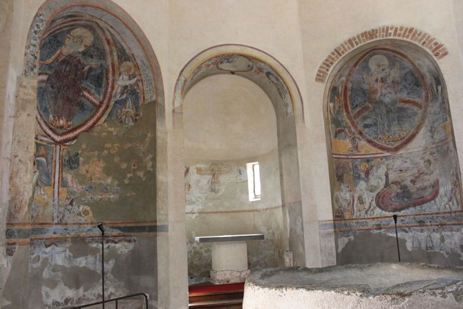 Innenansicht Baptisterium Riva San Vitale