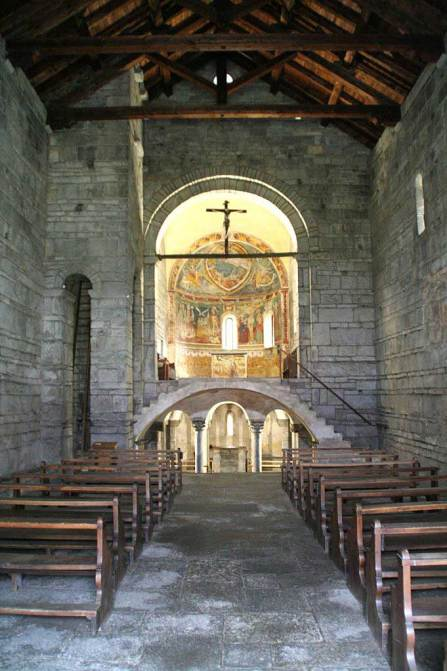 Innenansicht San Nicola in Giornico
