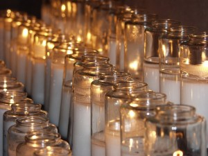 candles-716746_640