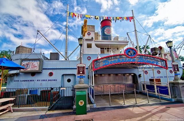 Min & Bill's Dockside Diner