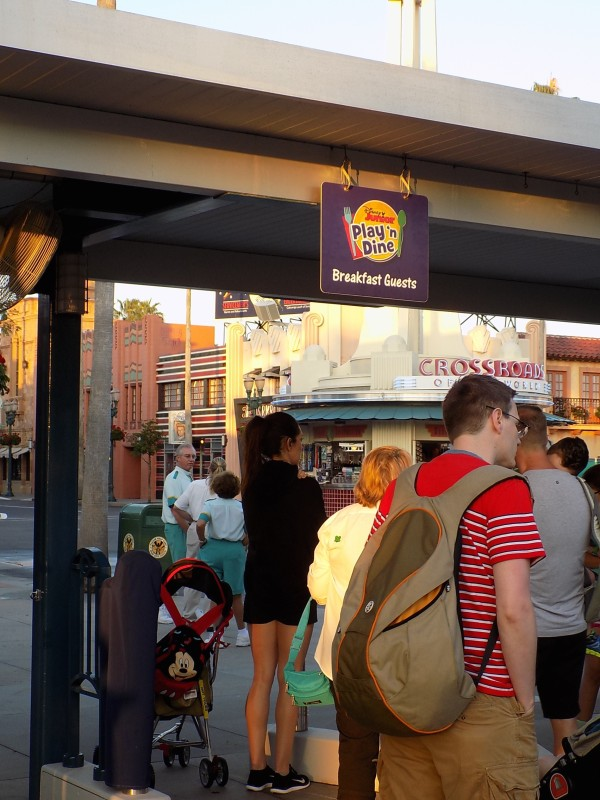 Play and Dine early entry line, Hollywood Studios