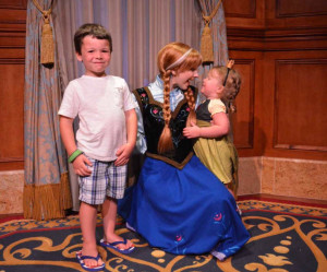 Toddler Anna gets extra attention from her favorite Frozen sister.