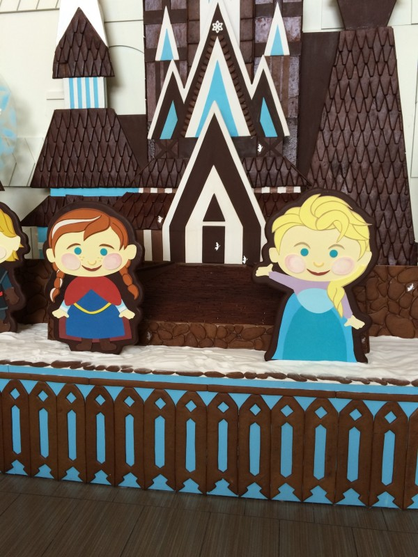 Gingerbread Anna and Elsa