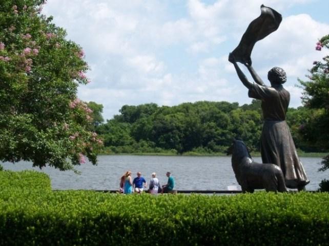 Waving Lady Statue
