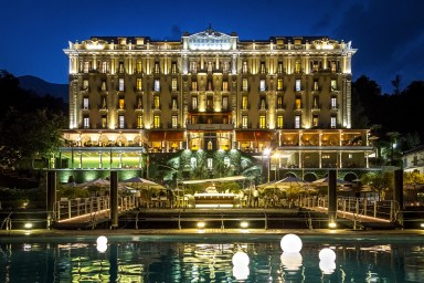 21 - The Palace by night