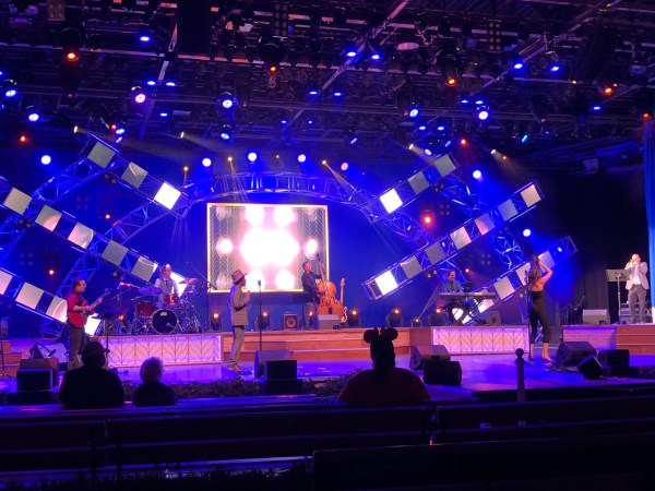 local orlando band vintage vinyl plays at 2021 epcot flower and garden