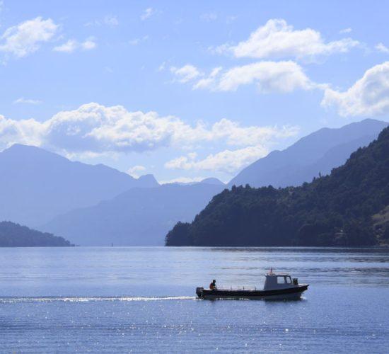 Lago de todos los santos en el sector petrohue