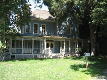 Rory and Lorelai's house - see, you can barely tell the difference!