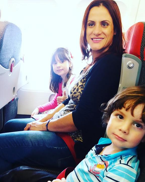viajando de avião com crianças