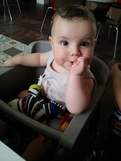 bebê precisa tomar água