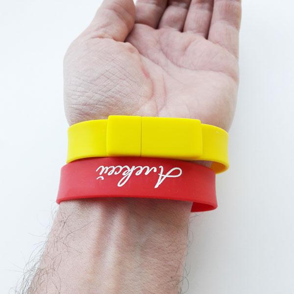 флешки-браслеты на руке