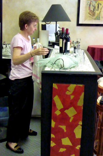 Estivale : le bar fonctionne avec une bénévole. Ph. H. Guillard