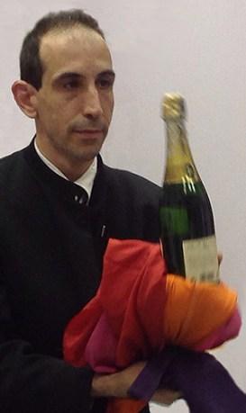 Cocodenoix fait apparaitre… Une bouteille de champagne !