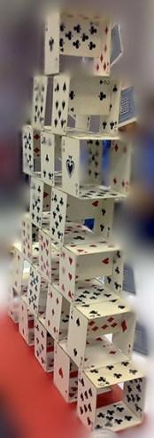 Chateau de cartes par Cocodenoix. Ph. R. Martens
