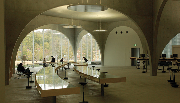 Biblioteca de la Universidad de Arte de Tama, Japón