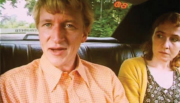 Fotograma de la película Los Idiotas, de Lars von Trier.