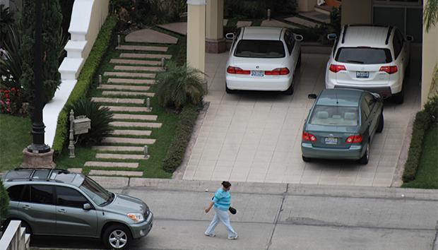 Los cotos privados afianzan la idea de una vida urbana centrada en el auto. Foto: Lalis Jiménez