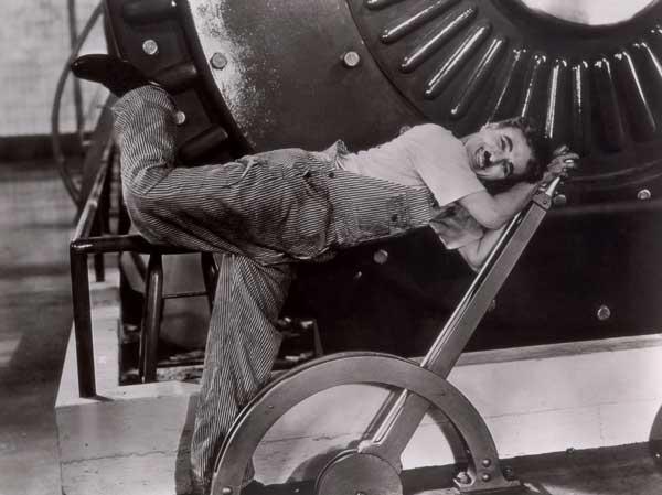 Imagen de la película «Tiempos modernos», de Charles Chaplin.