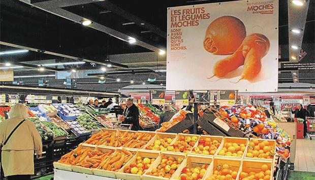 Así ofertaron las frutas feas en el supermercado. Las ventas crecieron 24 por ciento.