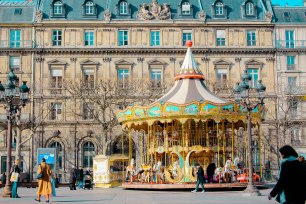 Carousels seem to be a typical French thing. It appears everywhere I go in different themes. I don't remember when was the last time I was on one, or maybe I haven't at all?
