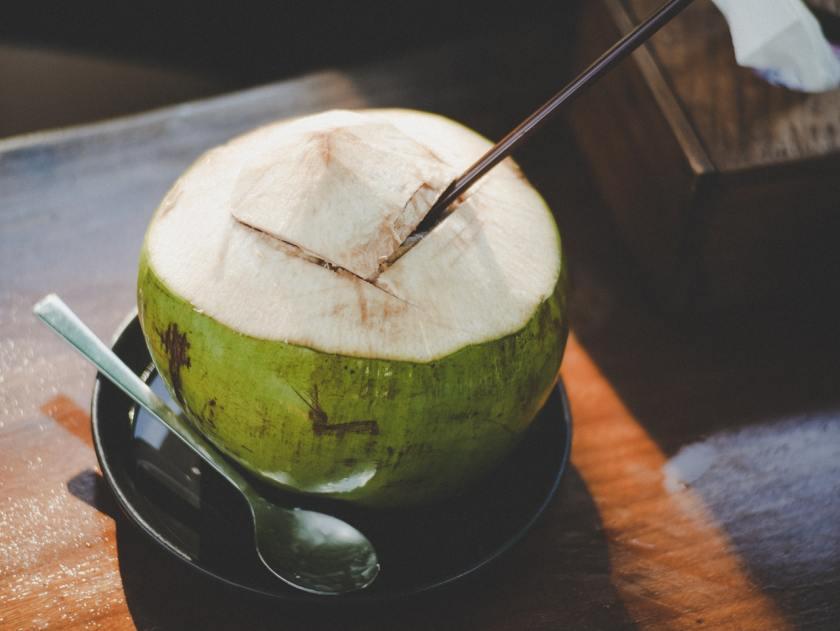 manfaat minum air kelapa muda