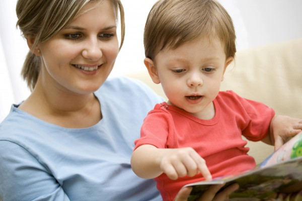 mom_reading_to_child