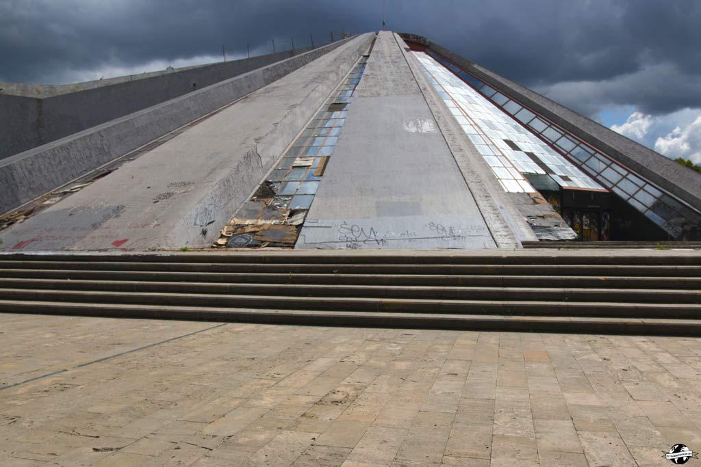 albanie-tirana-pyramide