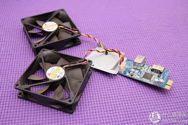 這塊小pcb用一個螺絲固定在硬盤架上,很容易拆。板子上除了供電兩個風扇,還集成了兩個USB3.0接口和ESATA接口。