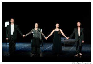 Septuagenari, dansând cu ludicul şi melancolicul