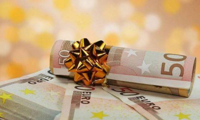 Δώρο Χριστουγέννων 2020: Πώς υπολογίζεται για τους εργαζόμενους στον ιδιωτικό τομέα